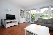 Helles,freundliches Wohnzimmer mit Flat TV